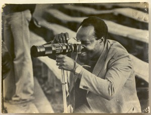 Elly Rwakoma focuses the 400mm lens on his Pentax camera while photographing in 1974-bd