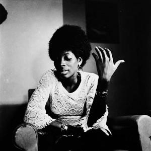 """Photo extraite du photo-roman """"Deux femmes, un homme"""" réalisé par Paul Kodjo.                              Crédit photo : Paul Kodjo, Abidjan, Côte d'Ivoire, 1971."""